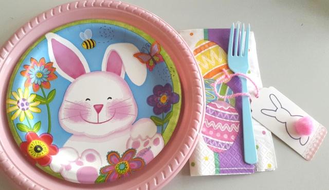 mesa pascua plato niña