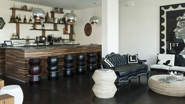 bungalow-hotel-bar y living